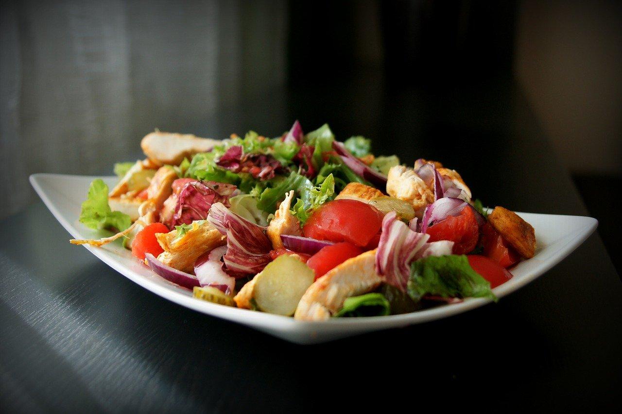 Dieta sałatkowa, to nic trudnego poznaj 3 przepisy na sałatki odchudzające