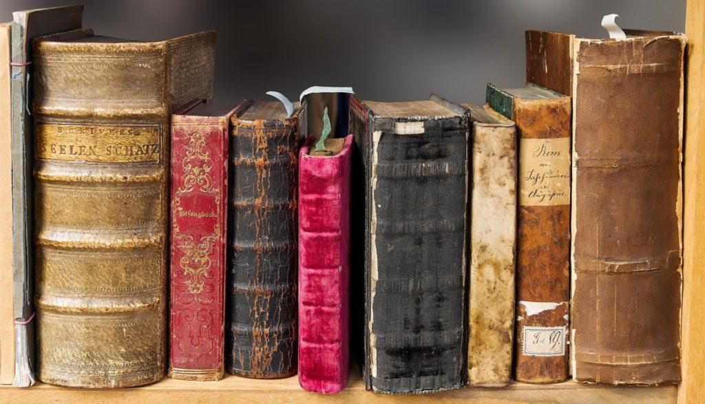 Używane książki z antykwariatu online - jakie zalety?